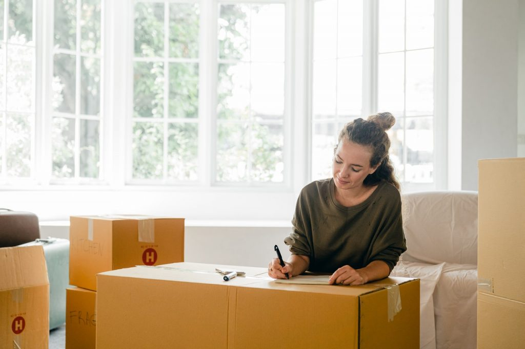 a woman moving from Belmont to Palo Alto alone