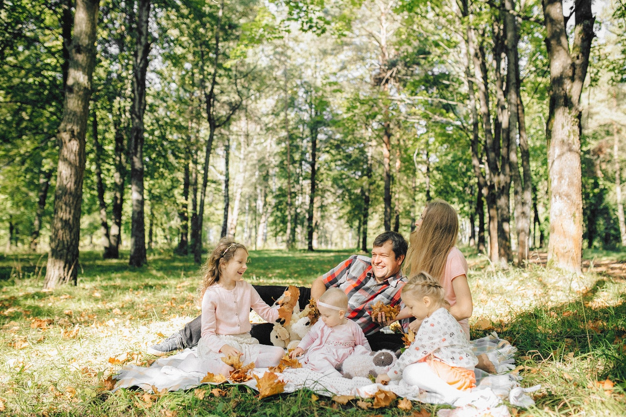 A family having a picnic in one of the best places in San Mateo County for big families.